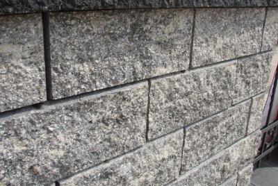 Mūra jumtiņš, šķelta